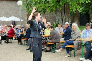 Sichtlich viel Spaß hatte Daniela Bosenius bei ihren Solodarbietungen und bezog dabei das Publikum mit ein.