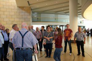 Die Königshovener Reisegruppe konnte nicht nur das Landtagsgebäude in geführten Gruppen erkunden...