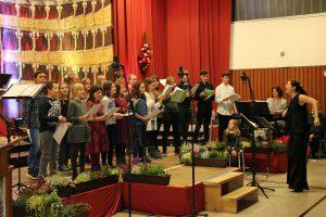 Die Jugendchöre - der Kaktus-Chor aus Köln-Widdersdorf und die Coconuts aus Kerpen-Sindorf - hatten sehr viel Spaß bei ihrer Premiere vor dem Königshovener Publikum.