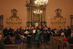 Bei besonders guter Akkustik in der St. Georg Pfarrkirche klangen die Weihnachtslieder nochmal stimmungsvoller.