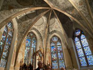 Die prunkvollen Kirchenfenster in der Kuppel der Pfarrkirche St. Lucia deuteten bereits auf ein buntes musikalisches Feuerwerk hin.